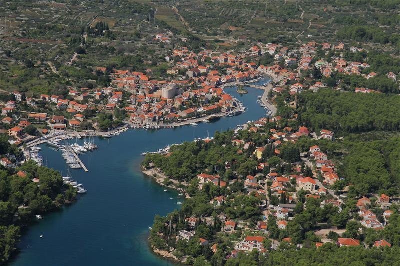 Tourist resort adriatic island hvar vrboska croatia for Hvar tourismus